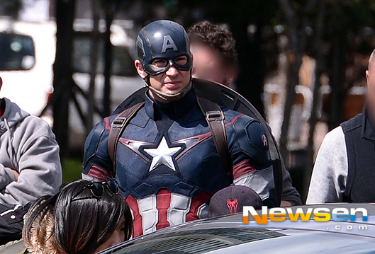 untitled-3-photos-of-captain-america-s-complete-avengers-2-costume